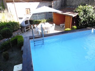 Spacious Village apartment with private Pool, Benabbio