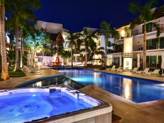 Via 38 - Best pool and place. Luxury 2 bed