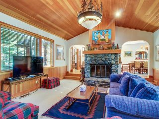 Spacious mountain home w/ jetted tub & private hot tub - close to slopes!, Lake Tahoe (California)