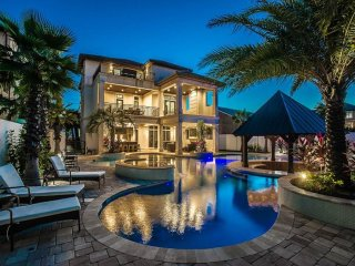 As Sweet As Possible - 8 Bdrm Luxury Home! Resort-Style Pool! Across from Beach!