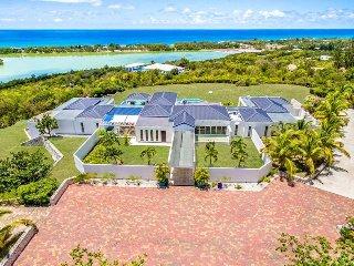AMBIANCE... Irma Survivor! Save 15% on this Fabulous villa!! 4 Huge equal bedroo