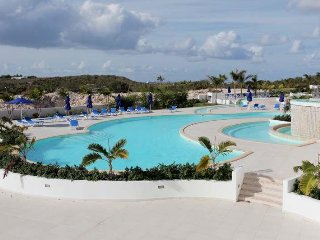 MAHO ROMANCE... lovely affordable condo with private Jacuzzi!  Short walk to
