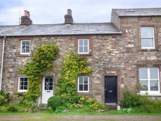 ROSE'S COTTAGE, woodburning stove, lawned garden, traditional features, Santon Bridge, Ref 933271