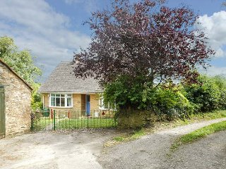 LITTLE ORCHARD, all ground floor, conservatory, enclosed garden, WiFi, Higher Odcombe, Yeovil, Ref 933887