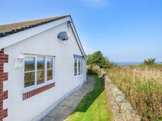 LLECYN BRAF, sea views, detached bungalow, Sky Movies, WiFi, in Amlwch, Ref 9392