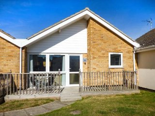 NUMBER 16, all ground floor, on-site facilities inc. indoor heated pool, in Corton, Ref 946604