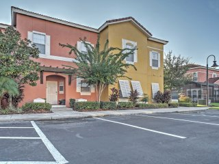 3BR Kissimmee Townhome w/ Private Hot Tub!