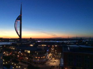 Upper floor luxury Gunwharf Quays Seaview Balcony