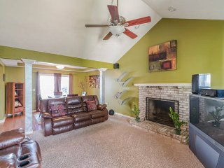 10 Minutes from DOWNTOWN! Indian's Close by!Spacious and Fun/Entertaining House