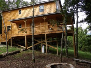 The Cape Buffalo Cabin! Sleeps up to 18!, Jasper