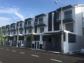 Step-In @ Kota Laksamana Walk 2 Jonker Walk (No7) - 14pax, 6room + 6Bathroom Homestay, Melaka
