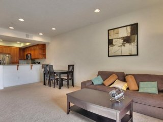 Fully Furnished 3 Bedroom Townhouse in San Jose - Bright and Spacious, San José