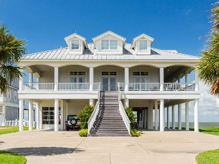 6BR, 6BA Estate on Galveston Bay - Private Dock, Multiple Living Space