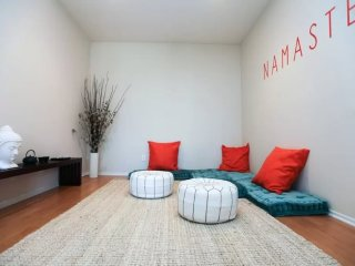 CAPTIVATING AND ROOMY FURNISHED 2 BEDROOM AND 2 BATHROOM APARTMENT, Santa Mónica