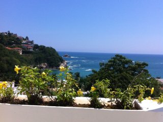 Oceanfront condo in 4**** hotel with private beach, Huatulco