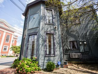 Luxurious Frankfort Ave CoachHouse Stay/Event 6BD