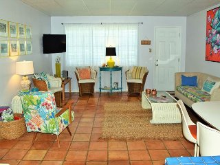 63IR - Spacious 3 Bedroom 2 Bath Condo - Just Steps To The Beach