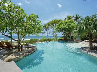Great 4 bedroom beach front home on Langosta Beach!, Tamarindo