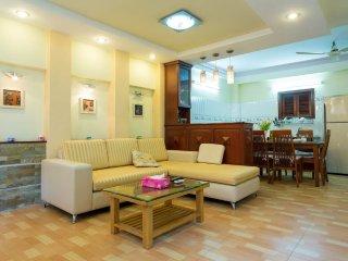 Little Mansion 4 Beds 5 Baths, Ho Chi Minh City
