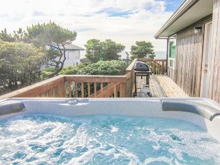 Ocean View Roads End Home with Hot Tub, Lincoln City