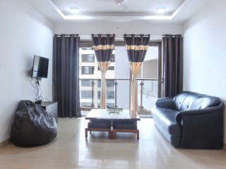 spacious 2bhk sea view  service apartment   in andheri west for family/Friends