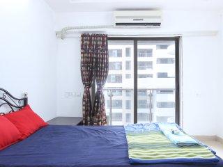 PRIVATE BEDROOM FOR GIRLS/LADIES IN ANDHERI WEST