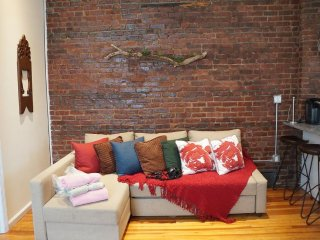 Furnished 3-Bedroom Apartment at 40th Ave & 27th St Queens, New York City