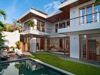 Casa Cinta 1 ,Luxury 3 Bedroom Villa, Batu Belig ,Seminyak