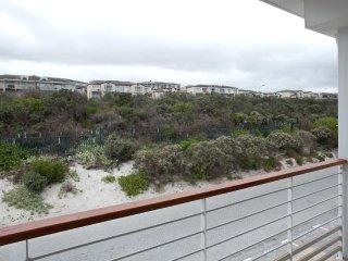 ★ Beach Apartment ★ FREE WIFI ★ 2BD ★ Pool ★ Patio ★ Surf Beach ★
