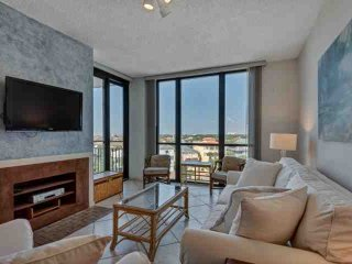 Spacious 7th floor unit Only steps to the beach!-Sleeps 6. FREE WiFi And Free Fu