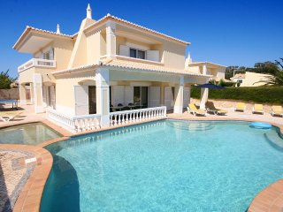 Casa Farol, Luxury 4 bedroom villa, A/C, Wi-Fi, Private heated pool, Ping Pong