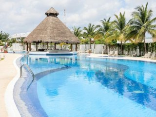 Great Low Price 2 BDR Condo in Cancun Downtown