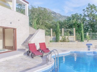 Superb Adriatic Villa Sunbreeze Pool Jacuzzi, Budva