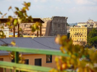 Domus Colosseo High Speed WiFi★ Airco 360° Terrace Colisseum View Wood Flooring♥, Roma