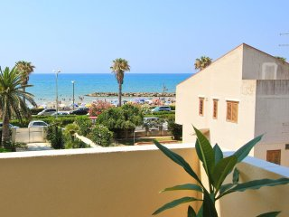 Nettuno, 50 m from the beach