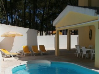 Villa w/pool and wifi at Lisbon beaches, Charneca da Caparica