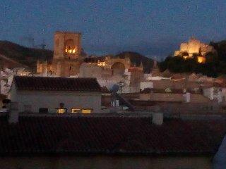 Amplio y luminoso piso con vistas a la Alhambra, Granada