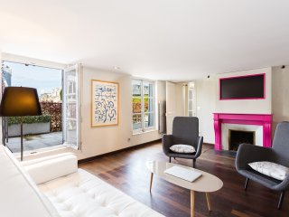 40. PENTHOUSE APARTMENT WITH PRIVATE TERRACE BY CHAMPS ELYSEES - SPACIOUS 4 BR