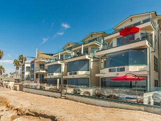 4br/4ba Luxury Oceanfront Condo, Patio, Spa, BBQ,, Oceanside