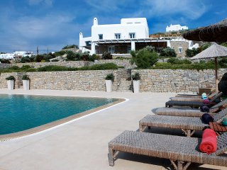 BEACH FRONT VILLA AT MYKONOS  WITH 7 BEDROOMS, Agios Ioannis Diakoftis