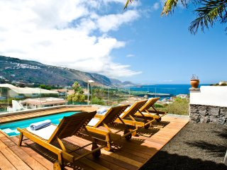 Private Pool, ocean & volcano views in Villa [apt A]