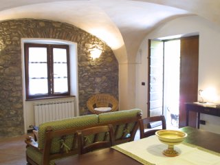 Cute stone cottage & breakfast - Ideal for touring north Tuscany & Cinque Terre!