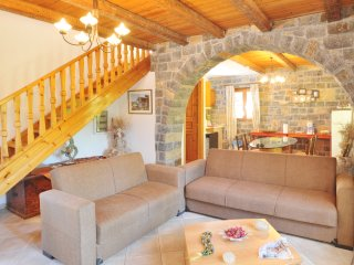 5 km from the Beach, Sophie Villa in the Village, Prina