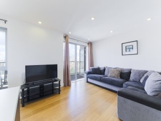 SUPERB 2 BED 2 BATH CENTRAL LONDON APT WITH GYM
