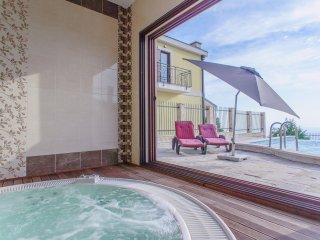 Luxury Adriatic villa Sunbreeze Pool Jacuzzi, Budva