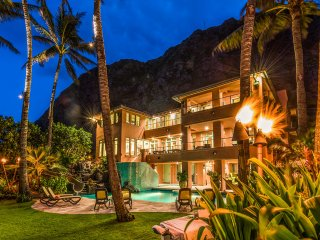 Royal Hawaiian Estate 6BR Main House ~ Luxurious Oceanfront~Pool~Sauna~Gym