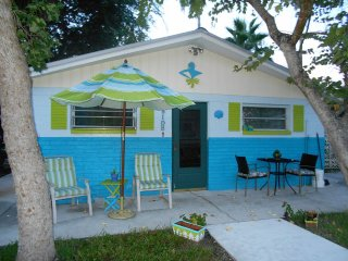 The SEASIDER COTTAGE ~ GULF OF MEXICO CANALFRONT