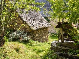 Romantisches und rustikales Steinhaus mit Garten