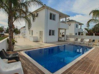 Flouressia Villa 4