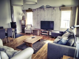 Smugglers Barn - Modern and Luxurious, sleeps 8, Castletown